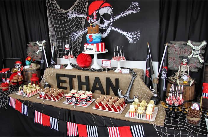 Succes gegarandeerd, maar probeer creatievere ideeën te ontwikkelen: piratenfeestjes zijn er reeds in overvloed!